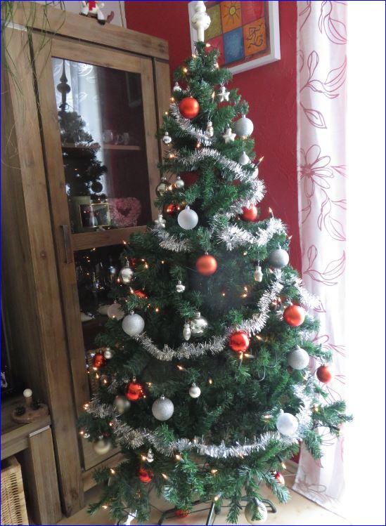 pro und contra plastik weihnachtsbaum hollis allerlei. Black Bedroom Furniture Sets. Home Design Ideas